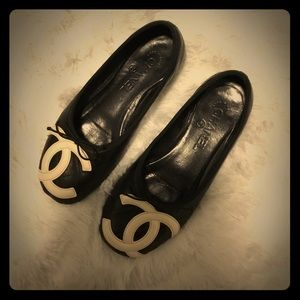 Chanel quilted ballet flats - black & white cc